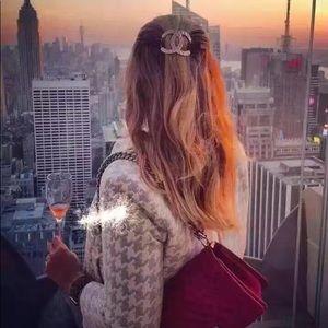 Woman's hair pin